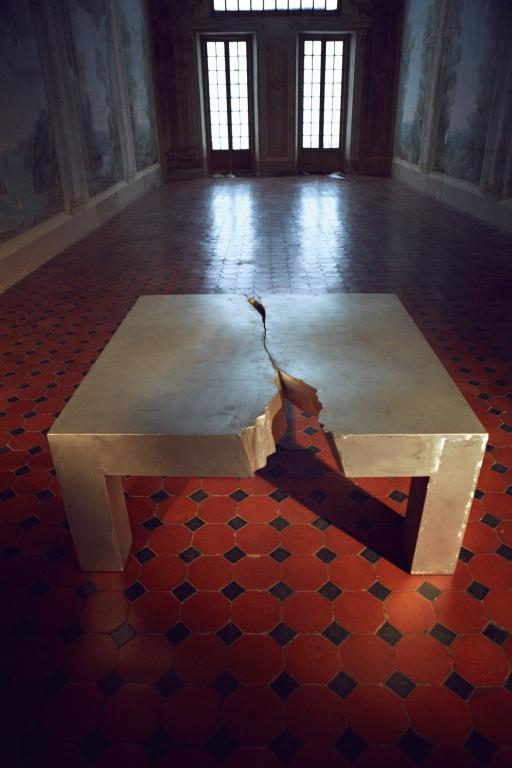 Fragile milano catalogo tavoli for Design postmoderno